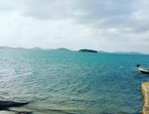 SUPER PONUKA! Na predaj rekreačný dom s terasou pri mori v Chorvátsku – realitná kancelária Xemar