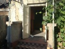 Na predaj 2  izbový rodinný dom,  vhodný na rekonštrukciu. – realitná kancelária Xemar