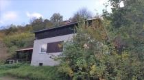 Exkluzívne na predaj útulná chatka v obci Zvolen pri Zvolenskej priehrade – realitná kancelária Xemar