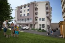 Exkluzívne ponúkame na prenájom obchodný priestor v novostavbe polyf.domu vo Zvolene – realitná kancelária Xemar
